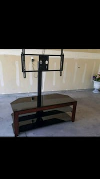 Glass tv stand. It can hold up to a 65 inch screen Nampa, 83651