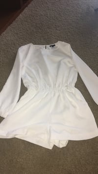 never worn white romper size m