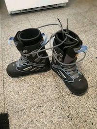 pair of black-and-white snowboard boots 3744 km