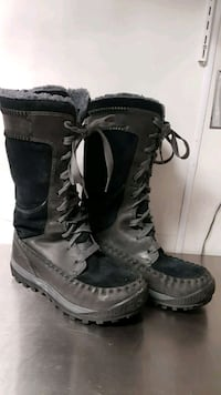 pair of black-and-gray boots Erin, N0B 1T0
