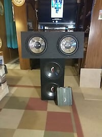 2 box speakers and an amplifier booster El Paso, 79934