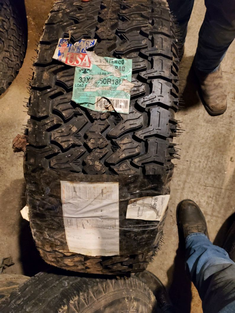 Photo 33x12.5 r18 tires with 1985 gmc wheels only 3 wheels