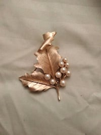 Gold plated leaf and pearl brooch