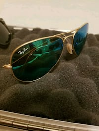 gold-colored framed Ray-Ban Aviator sunglasses Kelowna, V1Y 2L2