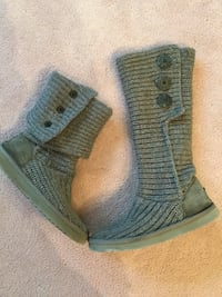 Authentic knitted UGGs size 7 null, T8T 0T7