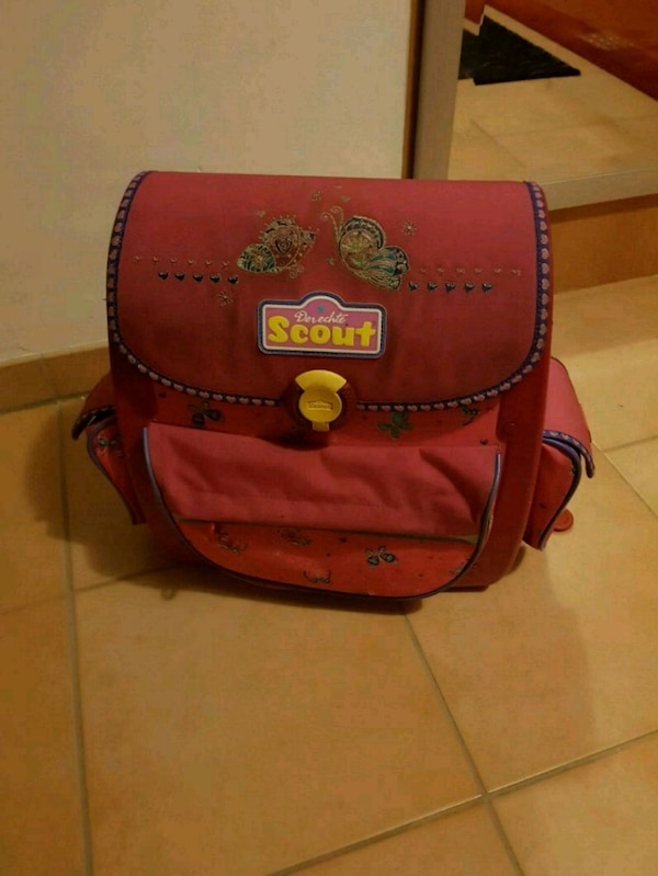roter Scout Rucksack