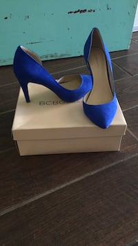 pair of blue suede pointed-toe pumps San Pablo, 94806