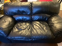 Black leather Loveseat and matching chair 3126 km