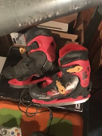 pair of red-and-black Nike basketball shoes Cowansville, J2K