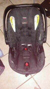 baby's black and gray car seat Porterville, 93257