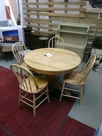 round brown wooden table with four chairs dining set Longueuil, J4H 2Y5
