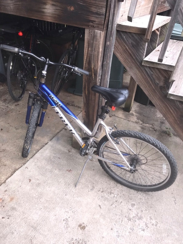 blue and gray hardtail bike