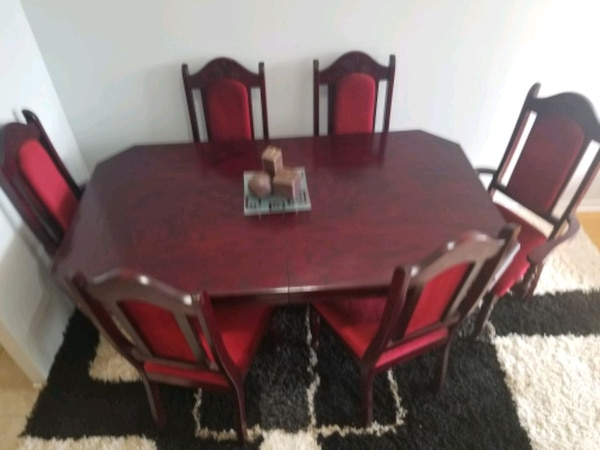 Cherry wood dining table with six chairs end price negotiation b619c6d3-27c8-49ff-b1d7-f227fb1ac282