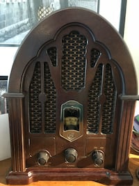 1930 reproduction radio ... made of solid wood veneer... great look great sound !! Made in Malaysia Brampton, L6X 4J7