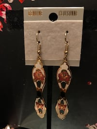 Very Pretty Dangle Earrings with rose Gainesville, 20155