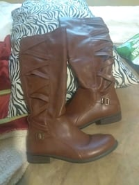 Brown boots..size 10