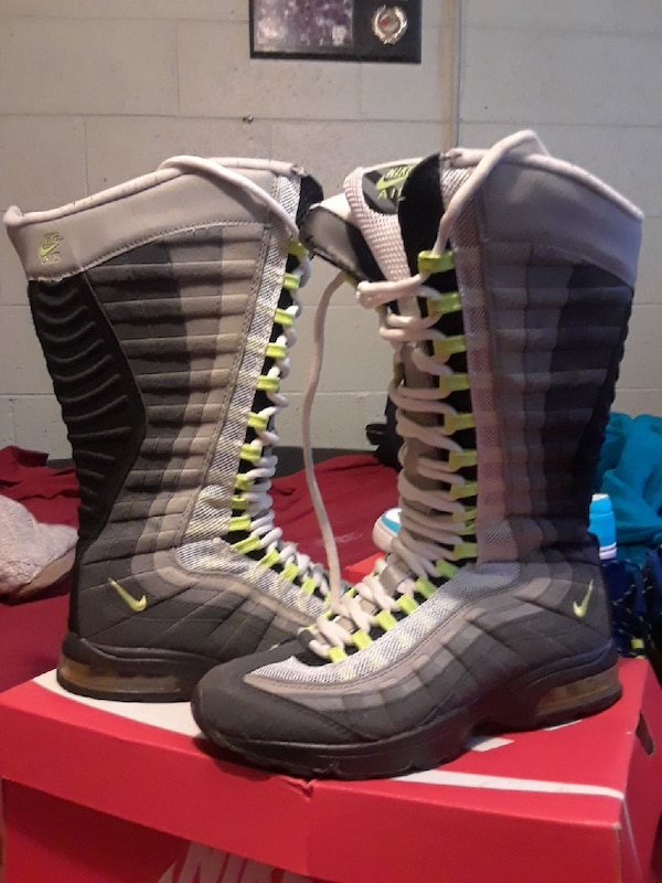 5426512a145f54 Used Nike air max boots for sale in Flint - letgo