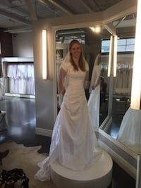 Gorgeous Wedding Dress for RENT 1806 mi