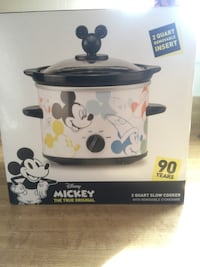 New Disney Mickey Mouse 90th Anniversary 2 Qt. Slow Cooker W / Removable Stoneware (pick up only) Alexandria, 22310