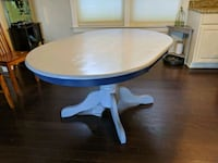Solid wood oval table. Chesapeake, 23323