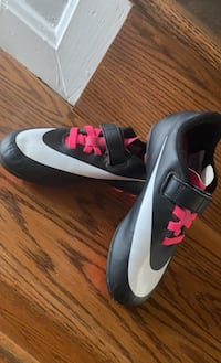 Girls soccer cleats size 13