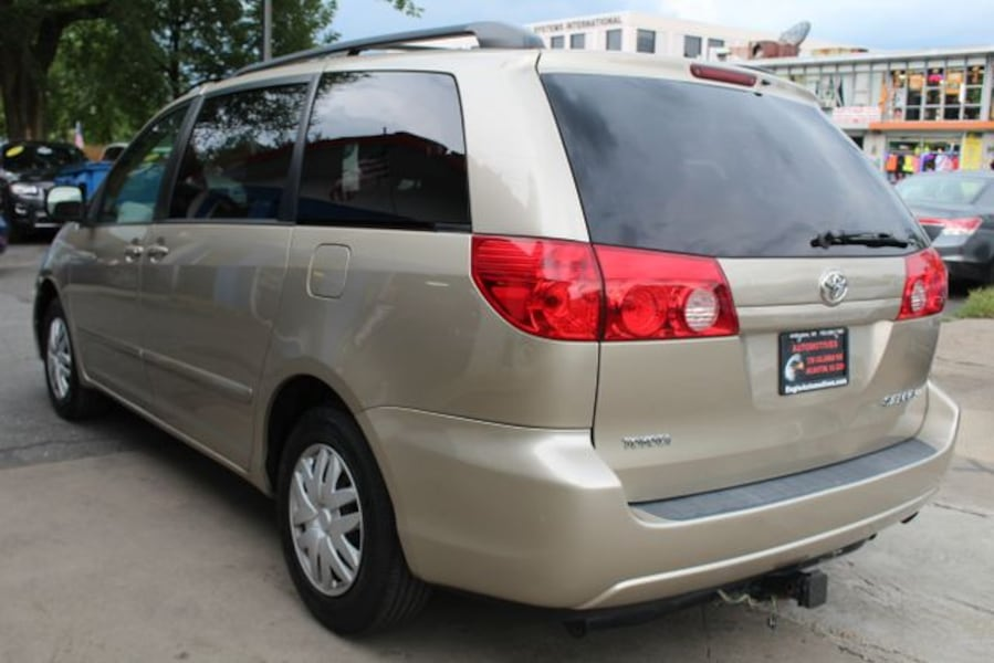 Used 2010 Toyota Sienna for sale d01bf874-ad48-409d-86ad-4f6374cfef35