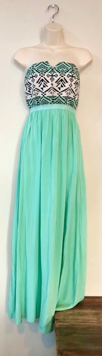 Like new West 36th strapless dress. Sz M  Las Vegas, 89138