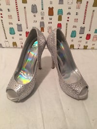 pair of silver-colored peep-toe pumps Summerville, 29486