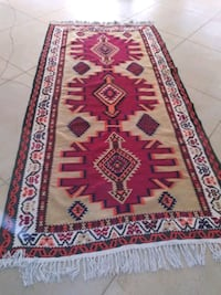 """9' 6"""" x 4' 10"""" large Persian Kilim area rug. Excellent condition"""