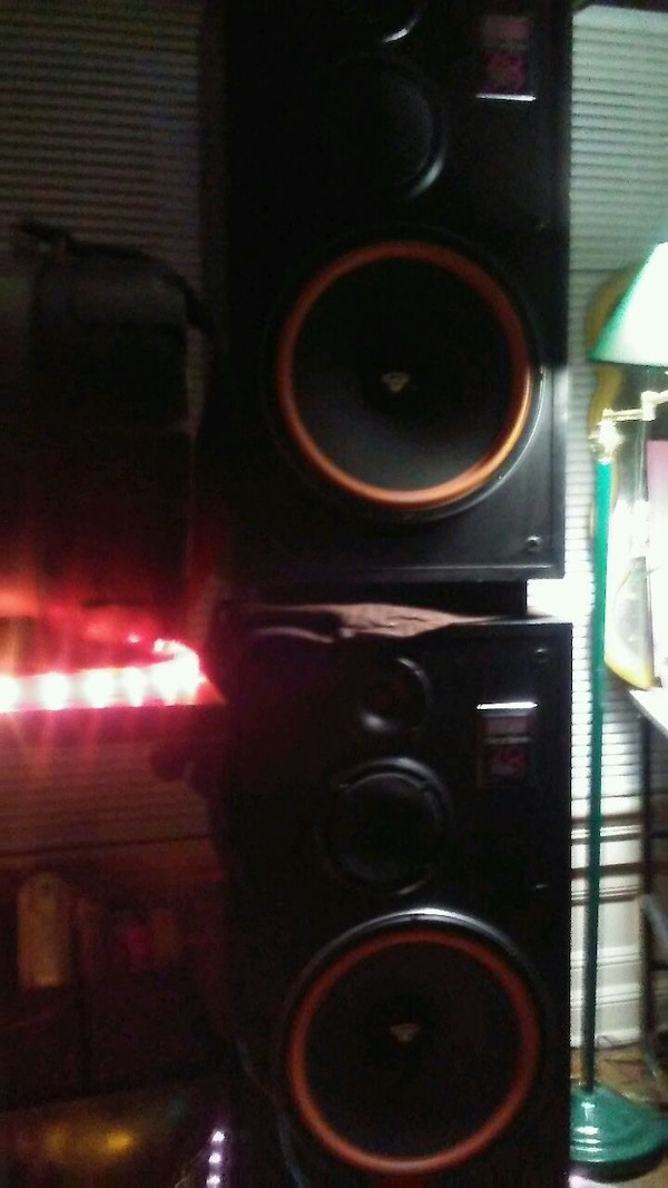 Cerwin vega re-38's Speakers (2)