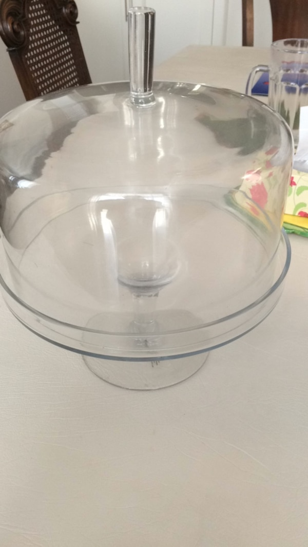 Clear glass bowl with lid like new 25$ at homesense 7b0e77eb-6af2-4068-ae6b-f4dd6d3525b3