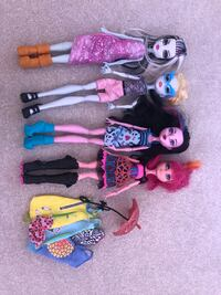 assorted color of doll in dress Windsor, N9H