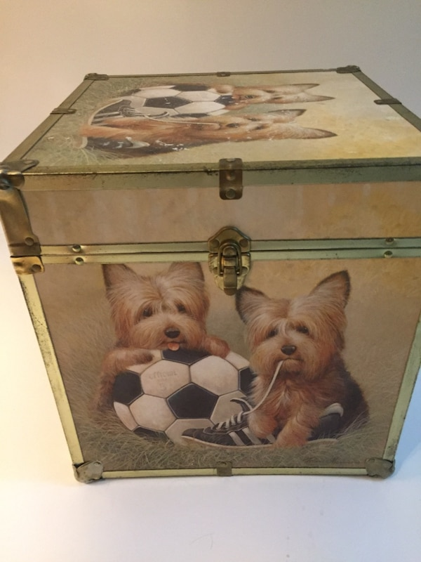 Cute storage trunk with dog print c9d2584e-9d49-464c-9136-7f7ee5cbba8f