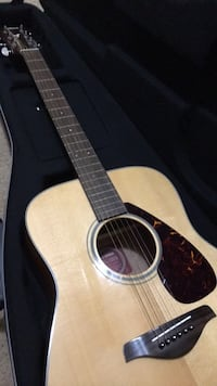 Brown and black acoustic guitar Springfield, 22152