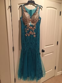 Bueatiful blue/green size 10-12 never worn mermaid style  Independence, 64015