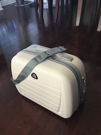 White and gray hard shell carry on Mississauga, L5B 1P2
