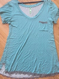 Nightgown size L in mint condition from a non smoking home pick up Aberdeen  Kamloops, V1S 1X1