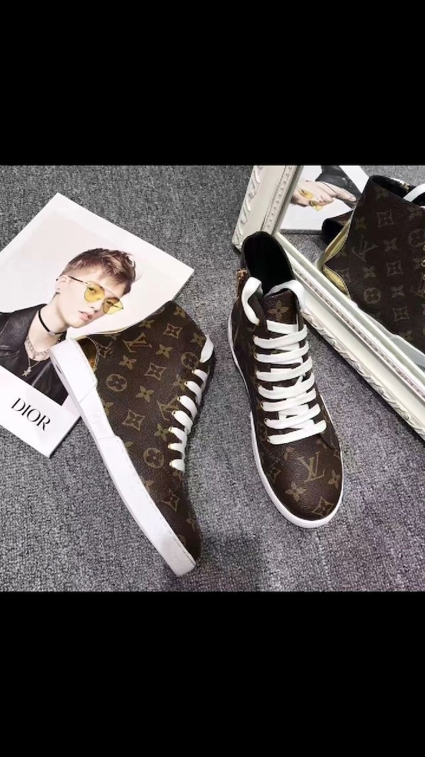 paio di sneakers alte Louis Vuitton Monogram da donna marrone e bianco