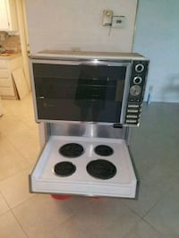 older model drop in elec stove w/ built-in broiler Tamarac, 33319