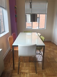 Dinning table - High gloss white