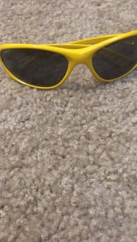 Yellow framed black shade sunglasses Boone, 50036