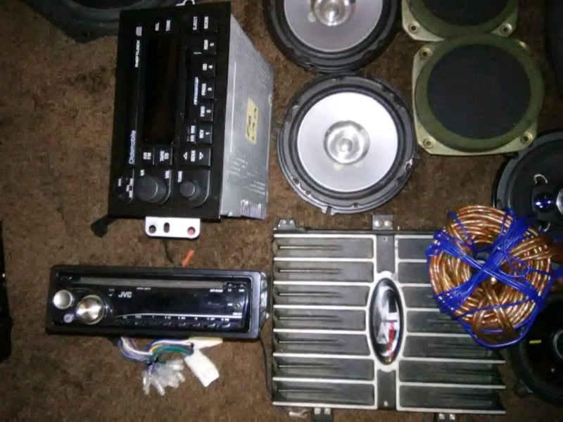 Speakers, HU's and and amp 422f74a8-796a-4746-949c-afda167883c5