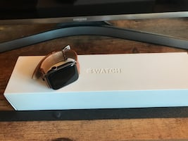 Apple Watch Series 4 44mm GPS + Cell warranty & extra leather strap