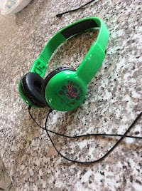 Green and black corded headphones Cambridge, N1T 1P7