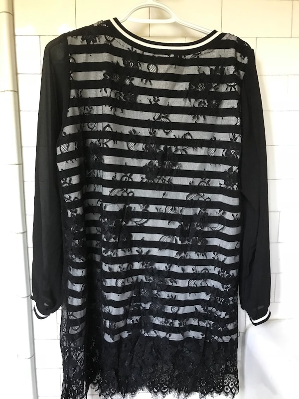black and white scoop-neck long-sleeved shirt 7e6fd77d-c493-4584-8931-a70457b041dc