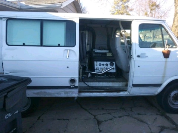 Used 1995 Gmc Van With A Butler Carpet Cleaner System For