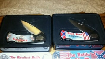 2 collectable knives