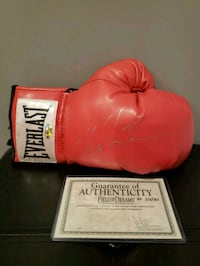 Mike Tyson signed boxing glove Port Coquitlam, V3C 1N7