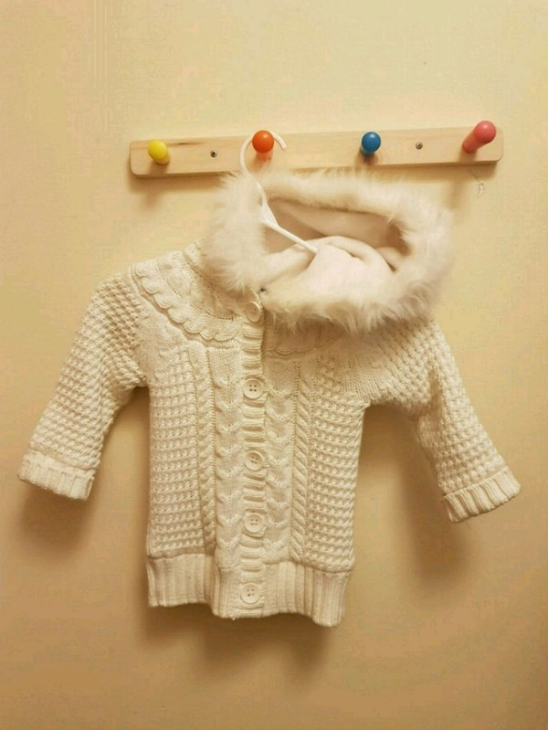 Girl's Hooded knitted Gap sweater (size 3)
