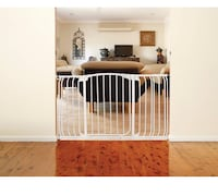 New, unused  Dreambaby Chelsea Xtra-Wide Hallway Auto-Close Security Gate St Thomas, N5R 6M6